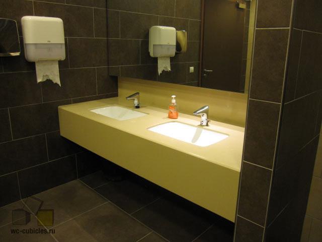 Столешницы из искусственного камня в туалетных помещениях