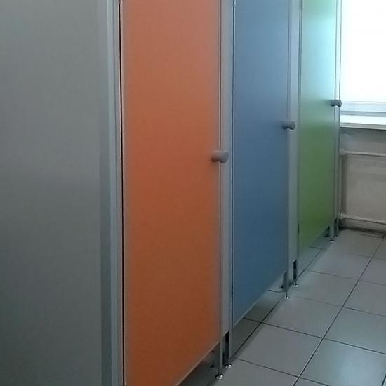 Сантехнические перегородки «Нива Эконом», школа 1020